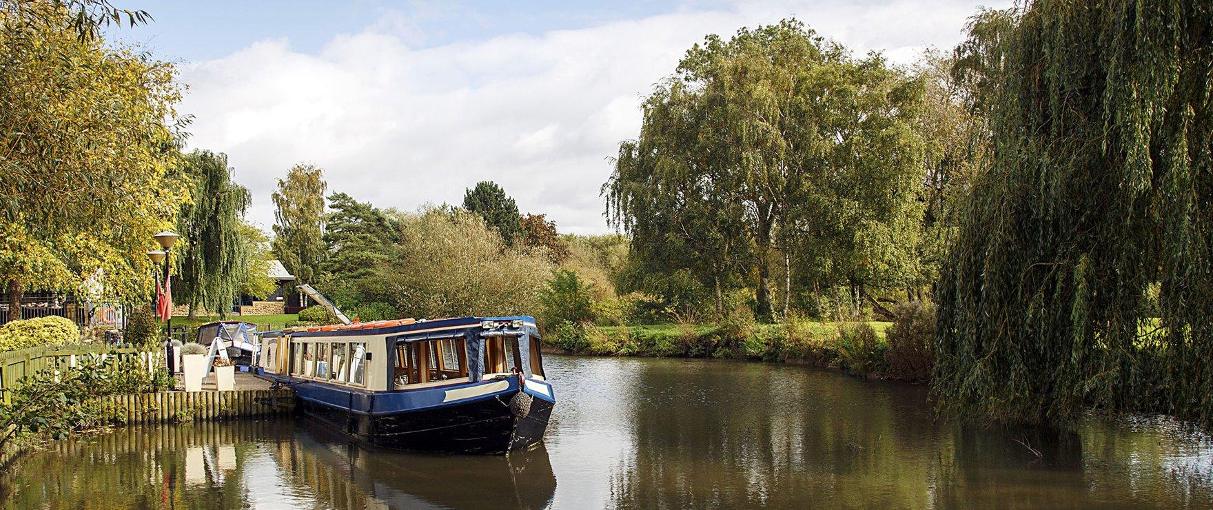 Narrow Boat on Avon Canal